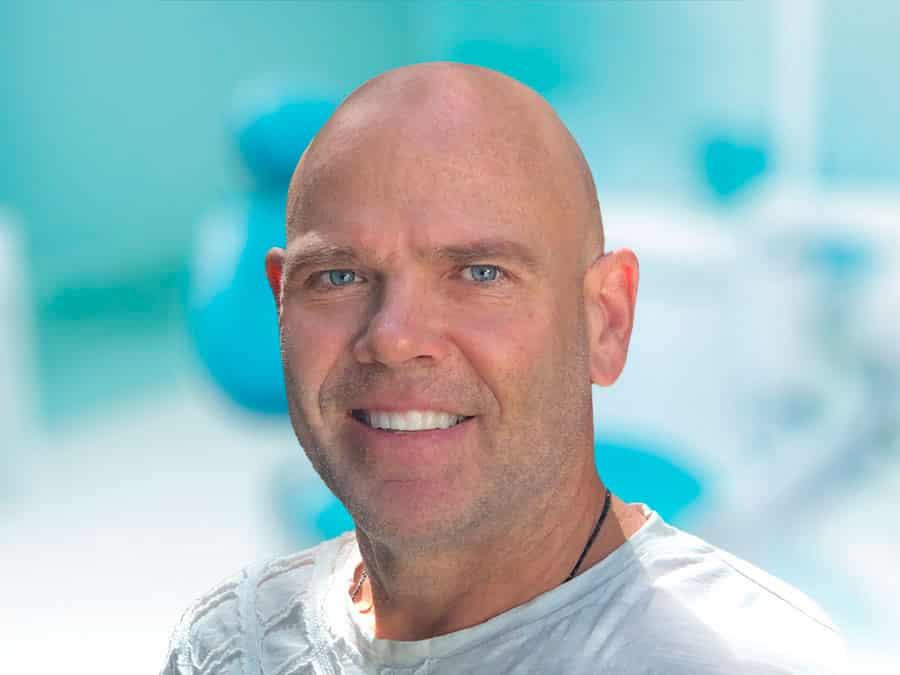牙医 Dr Adam Stevens